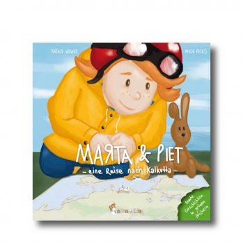 """Produktbild vom Buch """"Marta & Piet Teil 1"""". Man sieht ein Mädchen in einem gelbem Mantel mit Schutzhelm und ihrem Kuschelhasen auf eine Landkarte schauen."""