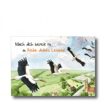 """Postkarte """"Mach dich bereit für die Reise deines Lebens"""". Man sieht Störche über einer Stadt fliegen."""
