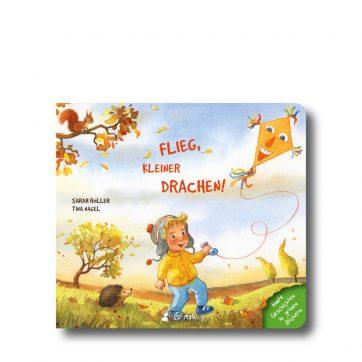 """Produktbild vom Buch """"Flieg, kleiner Drachen"""". Man sieht einen Jungen, der einen Drachen steigen lässt."""